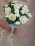 Букет для свидетельницы из роз, гвоздик, аспарагуса.
