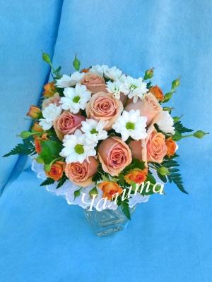 Букет невесты из одноголовых и кустовых роз, кустовых хризантем...