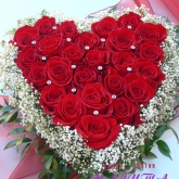 An arrangement of 25 claret roses with pastes. Price: 83 USD
