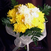 A small bouquet of 5 spray chrysanthemums.Price: 17 USD
