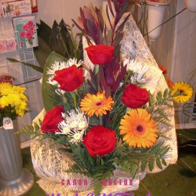 Букет розы и герберы увеличить